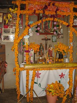 450px-Traditional_Altar_for_the_Dead-Mexico