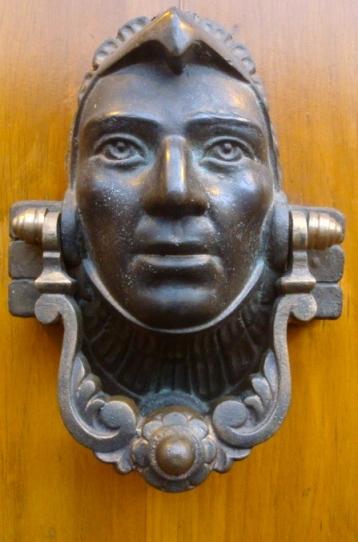 face knocker